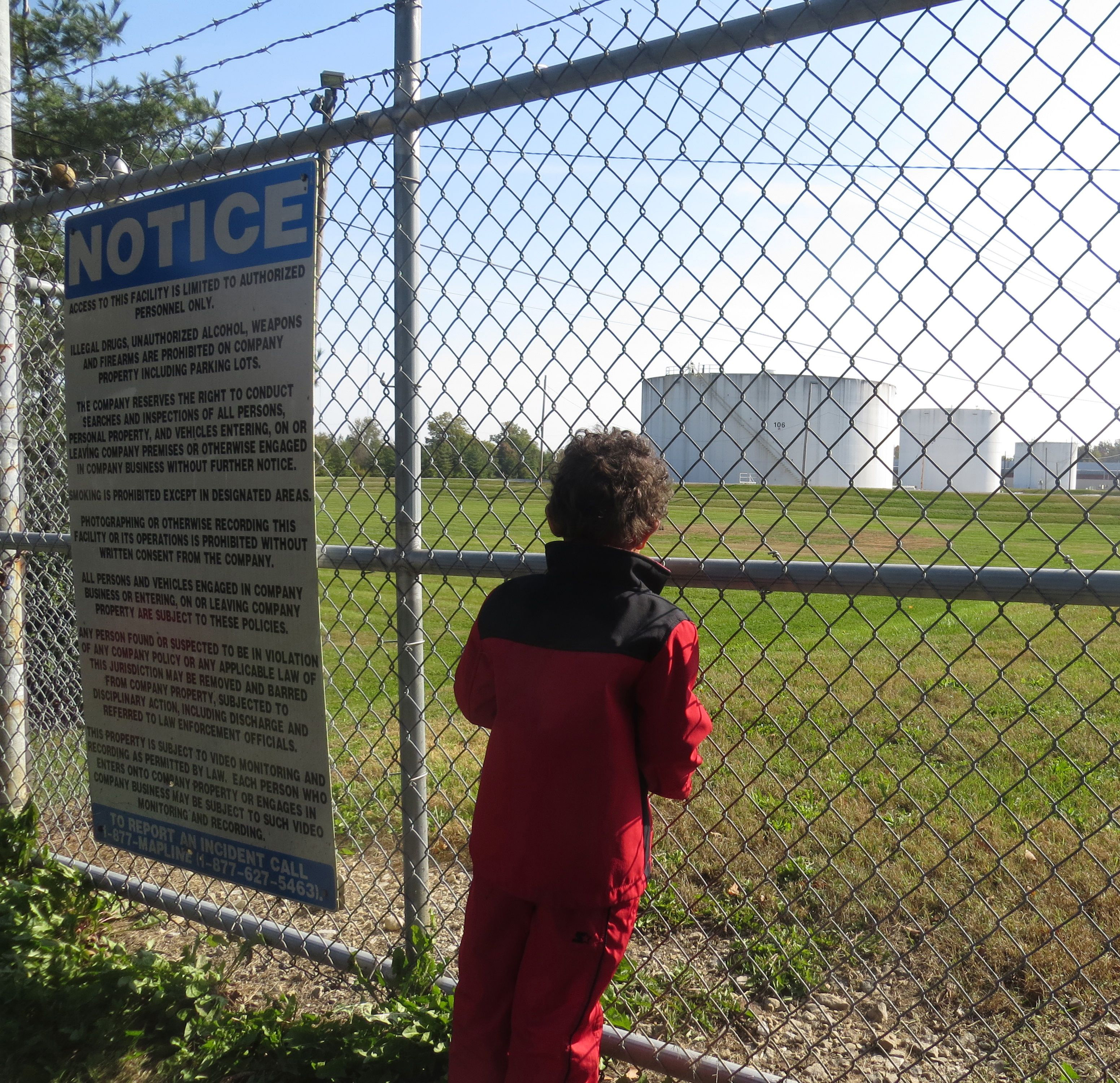 Louisville child at facility fence